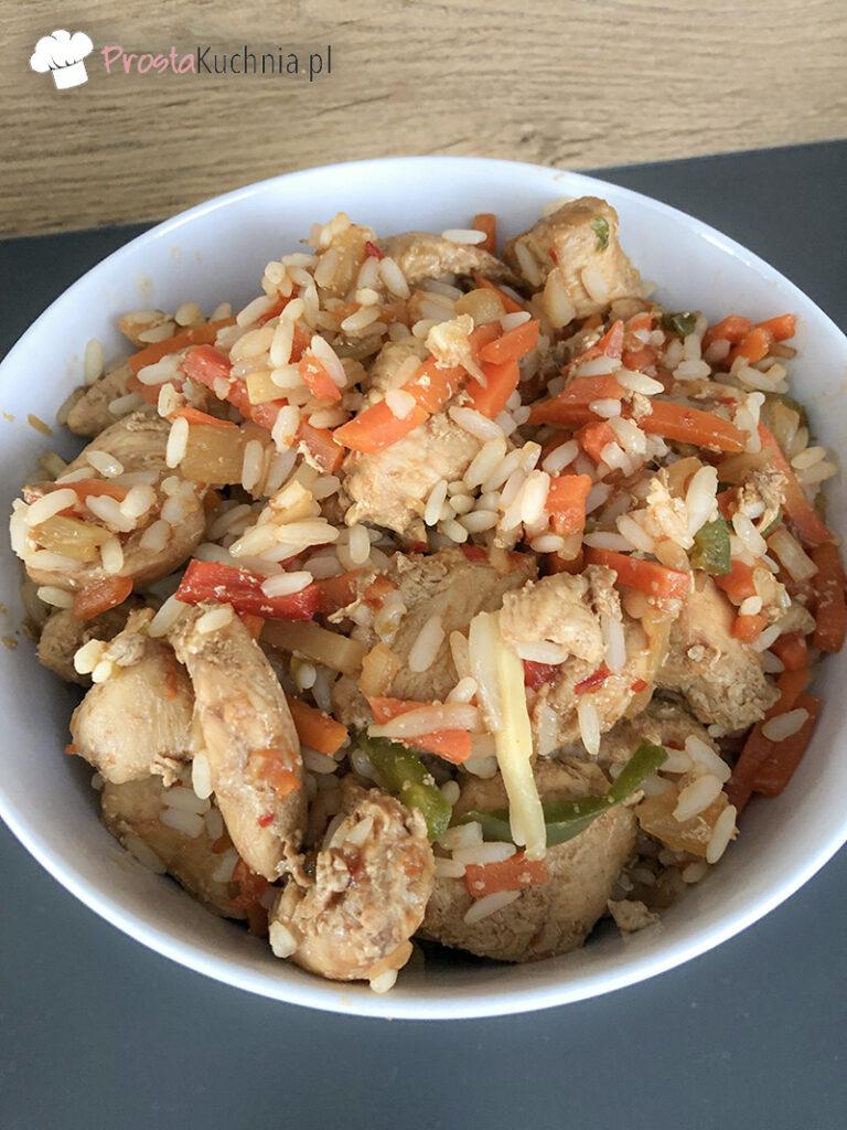 Kurczak z mieszanką chińską i ryżem