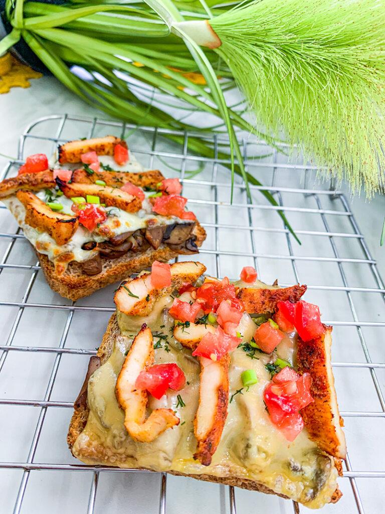zapiekanki na chlebie tostowym