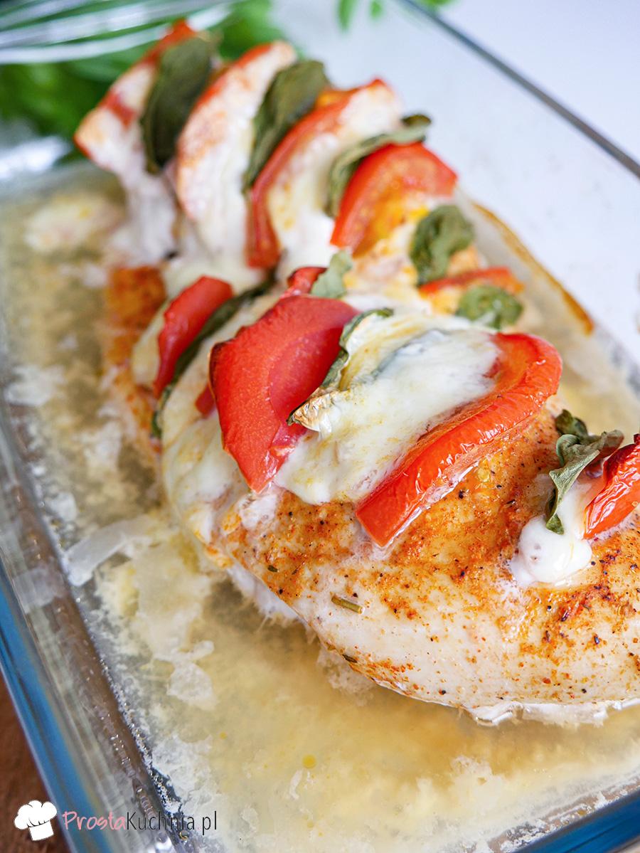 Kurczak zapiekany z mozzarellą i pomidorami przepis