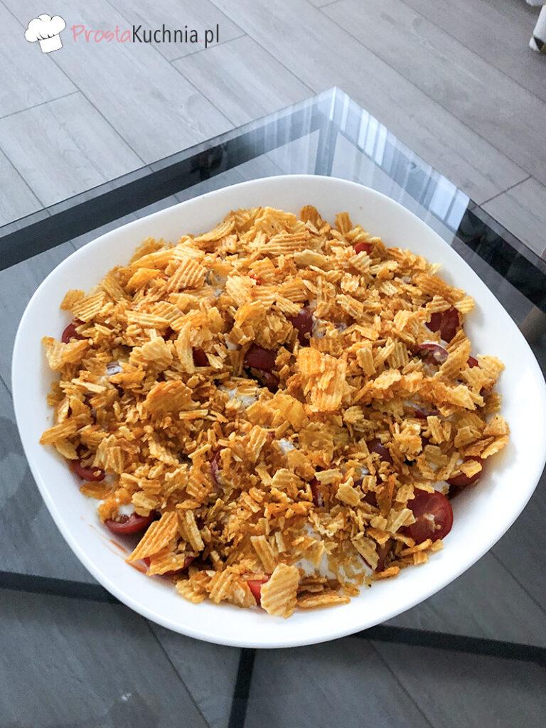 warstwowa sałatka z chipsami